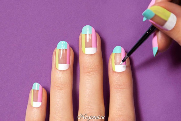 Рисунок полоски на ногтях