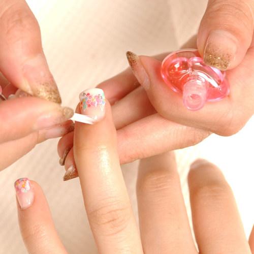 рисуем цветы на ногтях