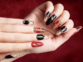 Красные ногти 2015